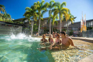Gilligan's Backpackers Hotel and Resort